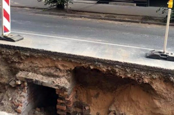 В центре Риги строители откопали секретный туннель КГБ. В центре Риги строители откопали секретный туннель КГБ
