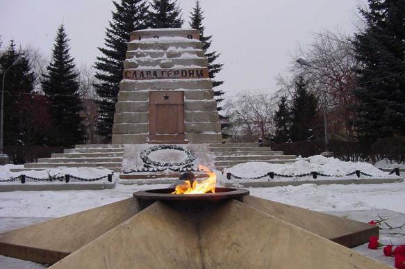 Челябинские школьницы сожгли венки в Вечном огне. 394191.jpeg