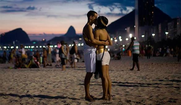 Сексом на общественном пляже