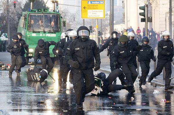 Антиглобалисты пытаются сорвать саммит G7 в Баварии. 321196.jpeg