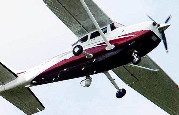 Под Тюменью угнаны два самолета. Один уже совершил аварийную посадку, второй летит в Москву. Самолет