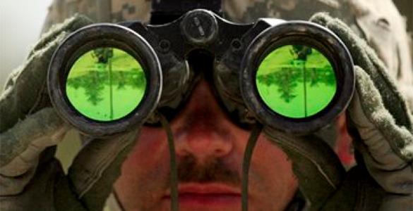 Госдеп: Подтвердить наличие российских войск не можем, они хорошо камуфлируются. солдат, бинокль, разведка