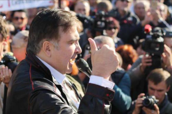 Саакашвили забрался на крышу восьмиэтажки в Киеве и грозится спрыгнуть. 380197.jpeg