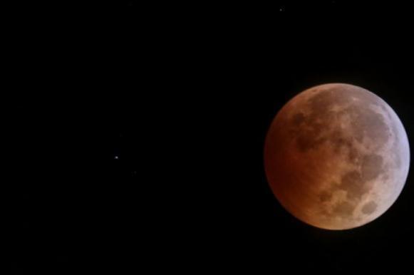 Россияне увидят 31 января затмение Суперлуны. Россияне увидят 31 января затмение Суперлуны