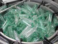 Экономные бельгийцы сдают пластиковые бутылки в Голландии
