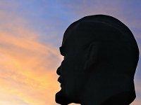Под Петербургом от памятника Ленину отвалилась голова