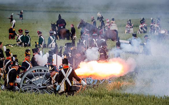В Бельгии при реконструкции исторической битвы у Ватерлоо скорректировали детали боя по просьбам зрителей. Битва при Ватерлоо