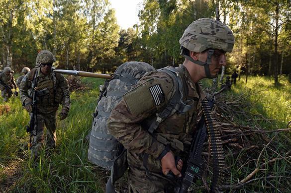Солдаты НАТО на учениях отрабатывают навыки времен холодной войны. Солдаты НАТО на учениях отрабатывают навыки времен холодной войн