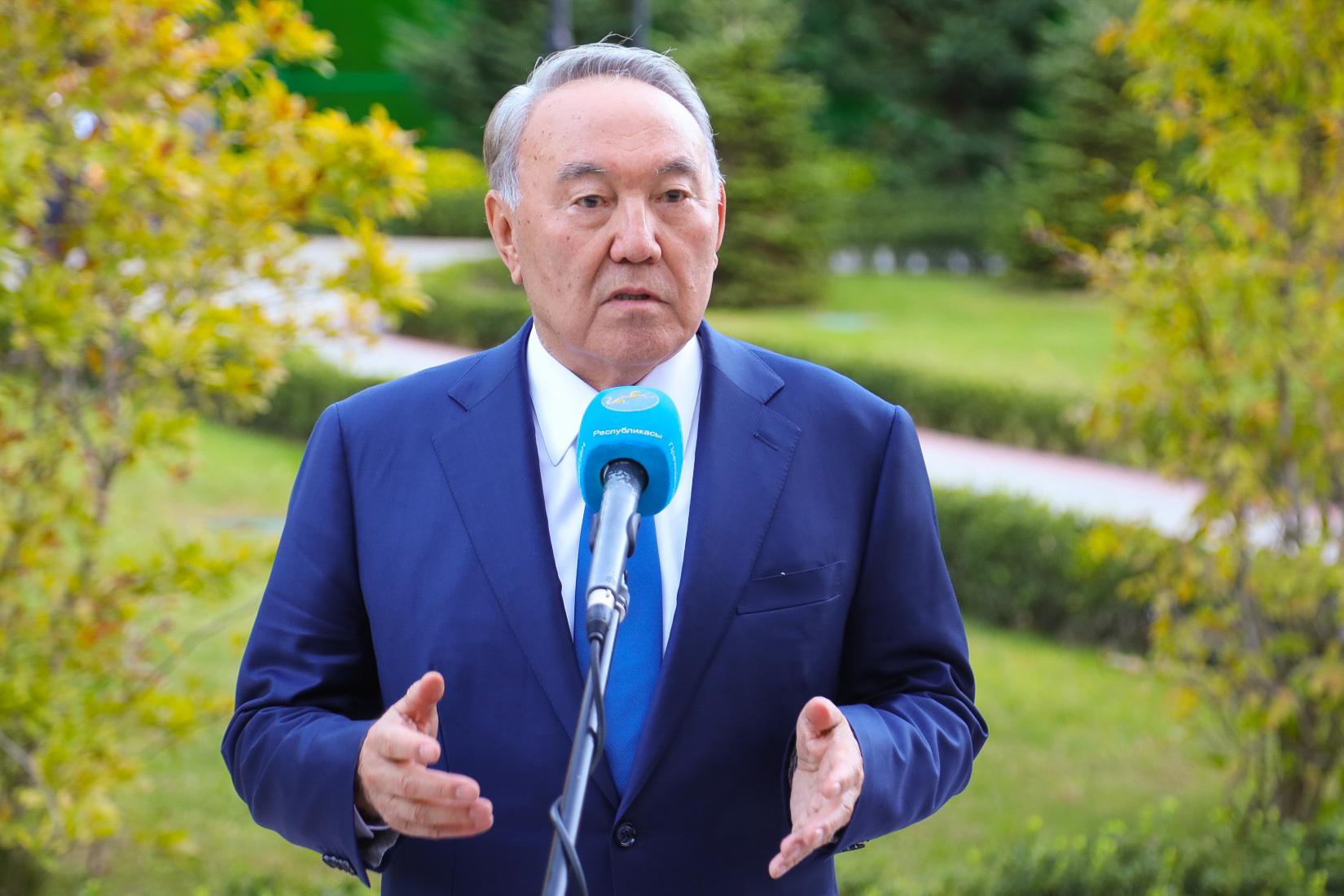 Назарбаев подписал указ о переходе на латиницу до 2025 года. Назарбаев подписал указ о переходе на латиницу до 2025 года