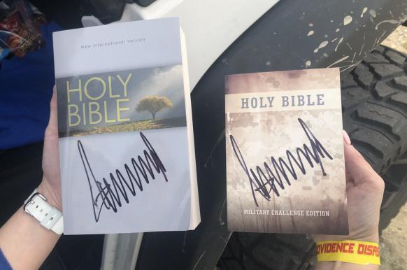 На eBay продали Библию с поддельным автографом Трампа.