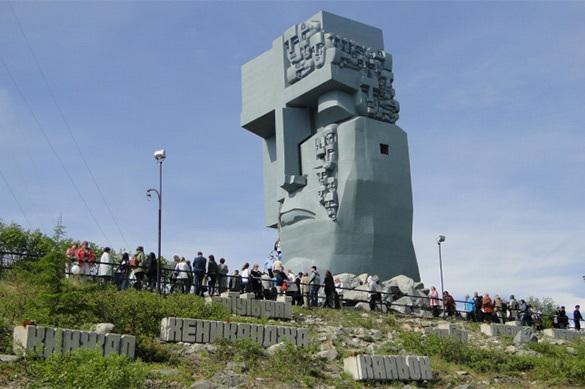 В Магадан приехала выставка Стена Скорби
