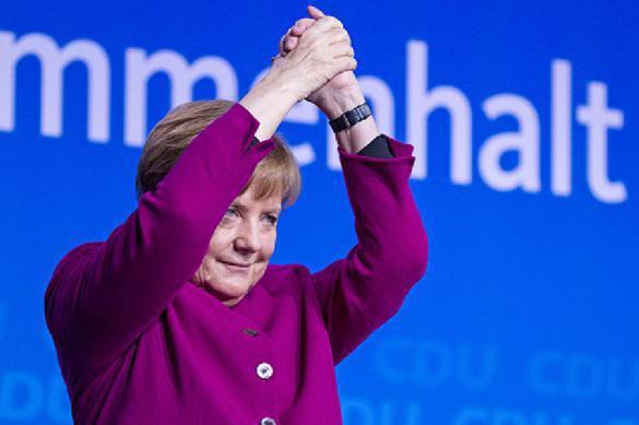 Меркель следит в бинокль за российскими военными базами. 391209.jpeg