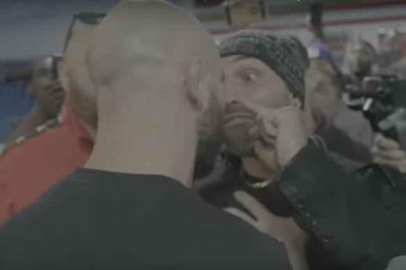 Боксер Малиньяджи дал пощечину бойцу Лобову. Видео. 402209.jpeg