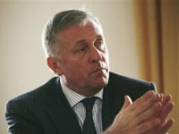 Премьер Чехии призвал спасать Прагу от России