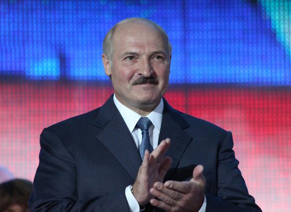 Президент Белоруссии прибыл в Москву с двумя символами Победы. Александр Лукашенко