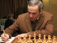 Каспаров лидирует в суперматче с Карповым