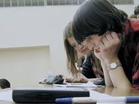 Кризис снизил число желающих учиться в коммерческих вузах