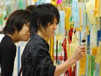 Японцы загадывают желания в национальный праздник