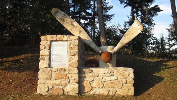 Памятник советским солдатам и французскому военнопленному