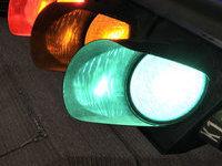 Машина врезалась в фонарный столб. Погибли трое. svetofor