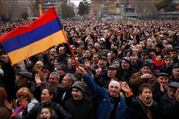Милиция задержала неменее 200 демонстрантов вЕреване