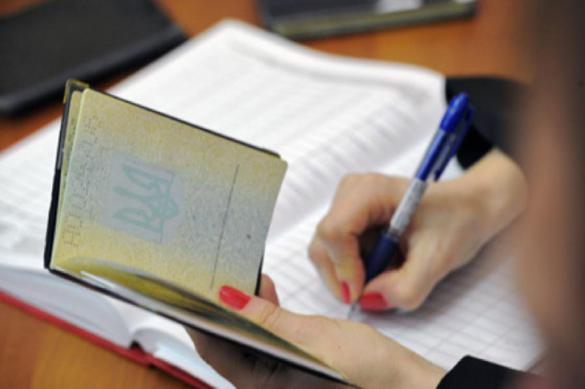Порошенко не нарадуется украинскому паспорту. Порошенко не нарадуется украинским паспортом