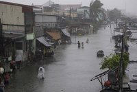 Жертвами тайфуна на Филиппинах стали 18 человек. taifun