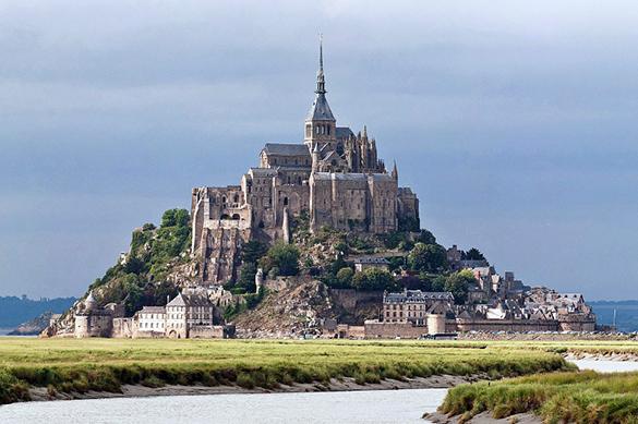 Франция спасает людей с острова Мон-Сен-Мишель. Франция спасает людей с острова Мон-Сен-Мишель