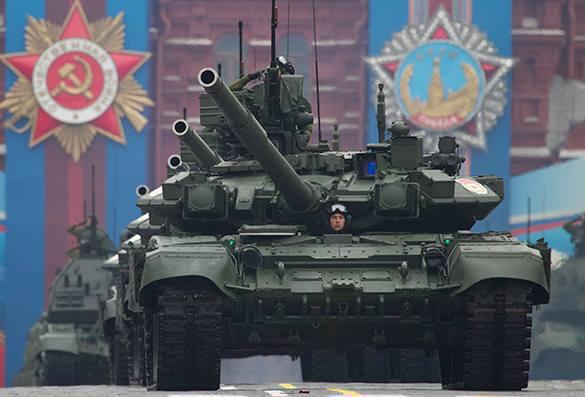 Эксперты объяснили страх Запада перед военными парадами. танк на параде