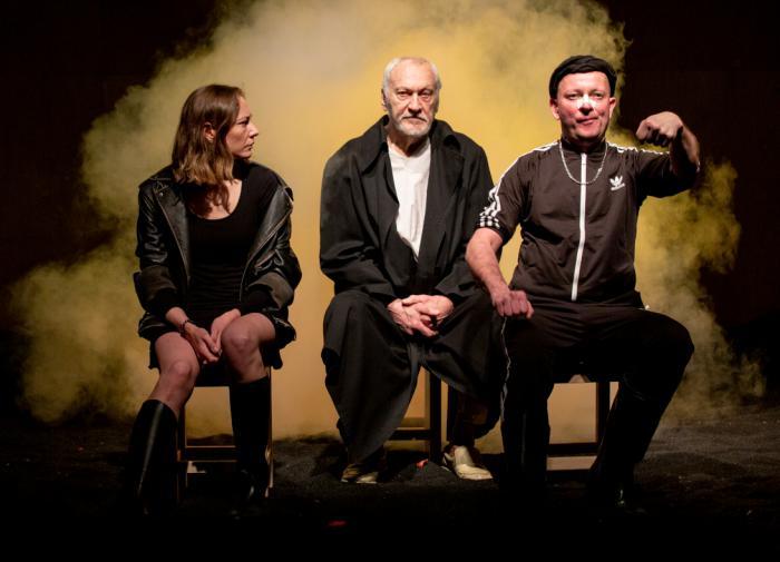 Доллар подешевел, евро подорожал
