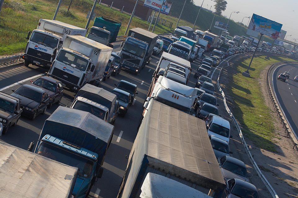 Украинская таможня создала  двухкилометровые пробки на границе. Автомобильная пробка