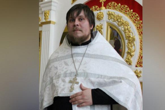 РПЦ разрешила служить священнику, погасившего ипотеку за счет пенсионерки.