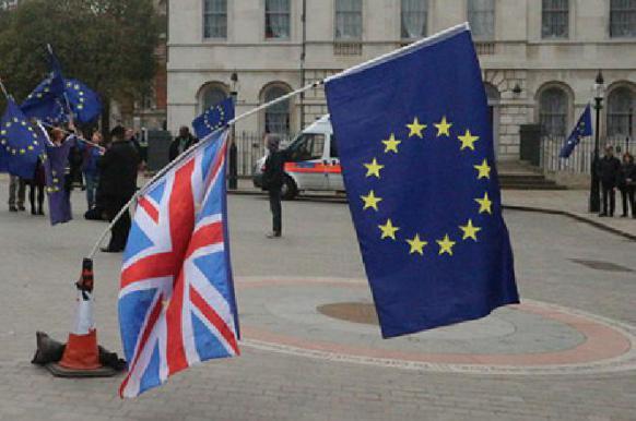 ЕС выставил Британии условие для отсрочки по Brexit до 22 мая.