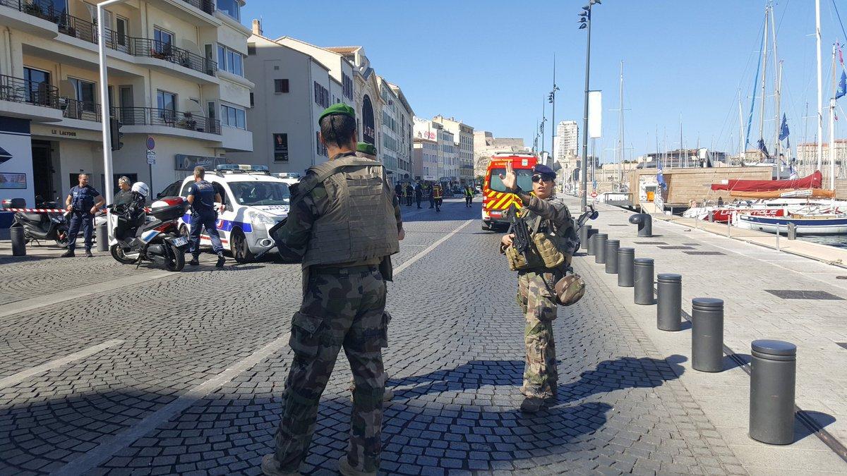 ВМарселе авто врезалось вавтобусные остановки: есть погибший