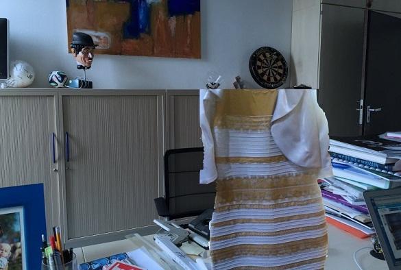 Ученые пояснили , почему сине-золотое «платье раздора» люди видят вразном цвете