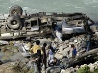 Автобус рухнул в пропасть в Китае
