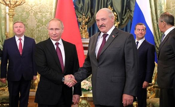 Путин и Лукашенко укрепляют альянс, а НАТО – уже у западных гран