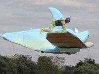 В Москве утопили Ленина на броневике и гигантского комара. 243239.jpeg