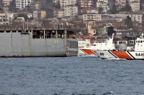 """Американский десантный корабль """"проездом"""" зашел в Черное море. Американский десантный корабль проездом зашел в Черное море"""