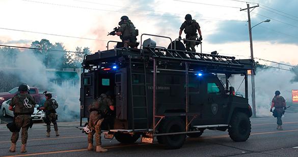 В Фергюсоне полицейскими были расстреляны резиновыми пулями четверо журналистов. полиция, Фергюсон, убийство, расследование