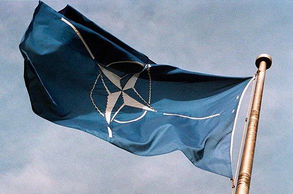 НАТО пытается поставить Россию на колени