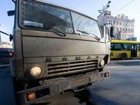 Грузовик врезался в автобус на МКАД, пострадали 19 человек