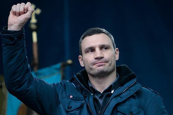 Порошенко и Яценюк не смогли сдержать смех во время выступления Кличко. Видео. 323245.jpeg