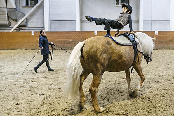 По коням: Кремлевская школа верховой езды переберется на ВДНХ. По коням: Кремлевская школа верховой езды переберется на ВДНХ