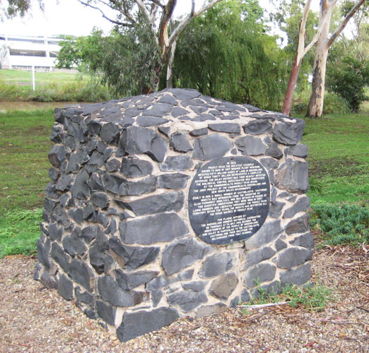 Необычные памятники насекомым. Памятник моли в Австралии