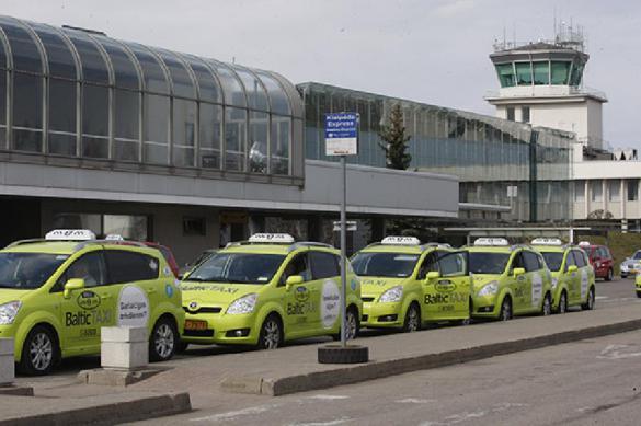 Це Европа: такси в рижском аэропорту регулируют очередь кулаками и баллончиками. 391251.jpeg