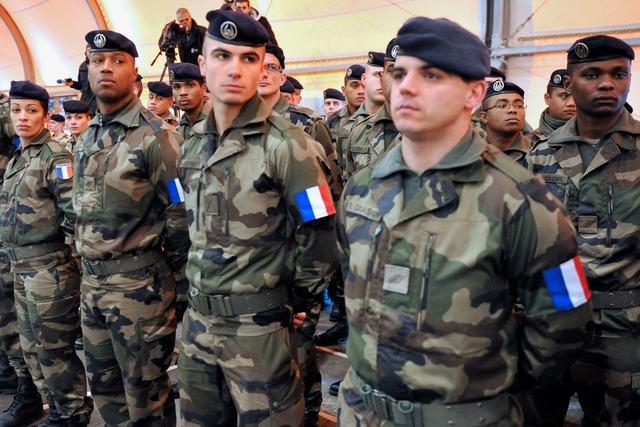 Нужен ли Франции обязательный армейский призыв?
