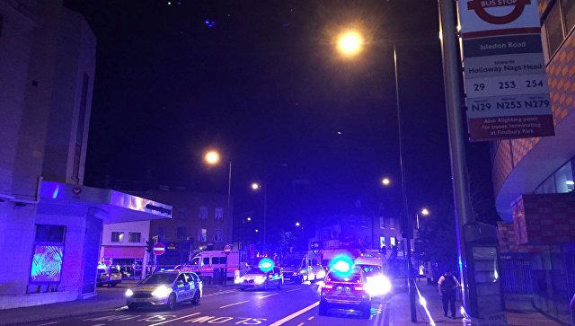 В Лондоне произошел теракт у мечети: 1 человек погиб, 10 ранены