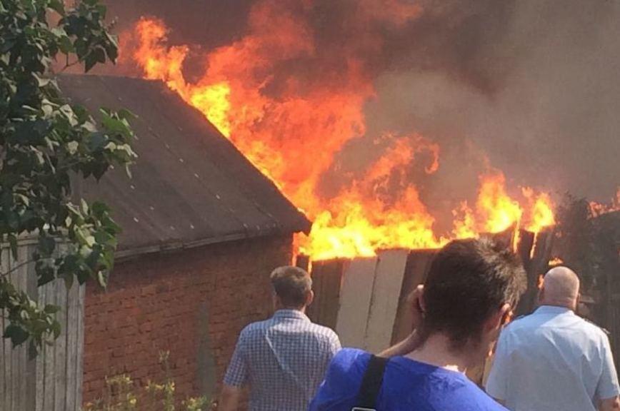 Опубликовано видео пожара в Ростове-на-Дону, сообщается о взрыве газа. Опубликовано видео пожара в Ростове-на-Дону, сообщается о взрыве