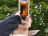 Более трети россиян лечат стресс алкоголем